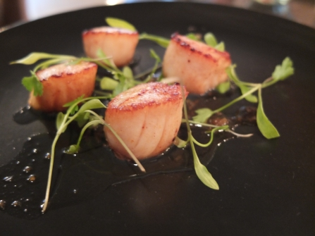 Scallops in lime and lemongrass dressing
