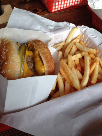 Cheeseburger and fries, so yummy!